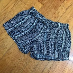 Kensie black and white paisley shorts casual